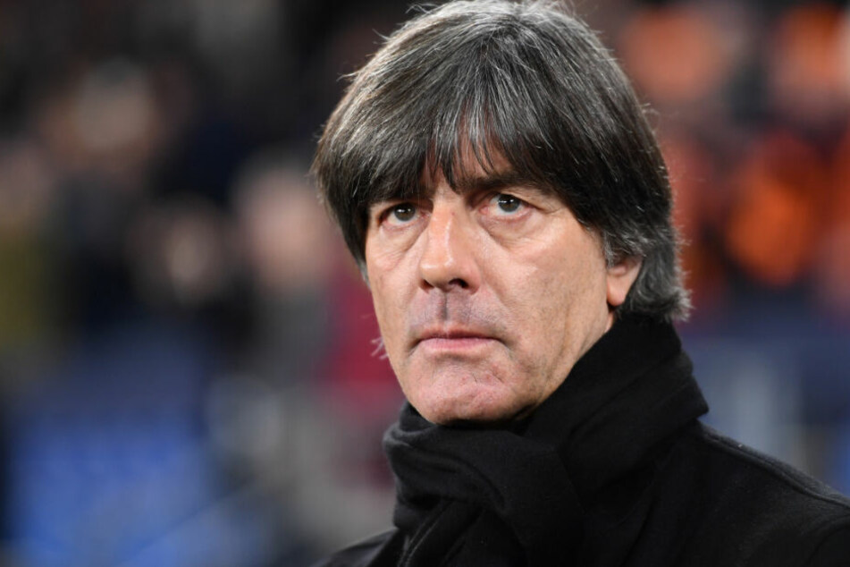 Bundestrainer Joachim Löw sieht Bayern und Liverpool auf Augenhöhe. (Archivbild)