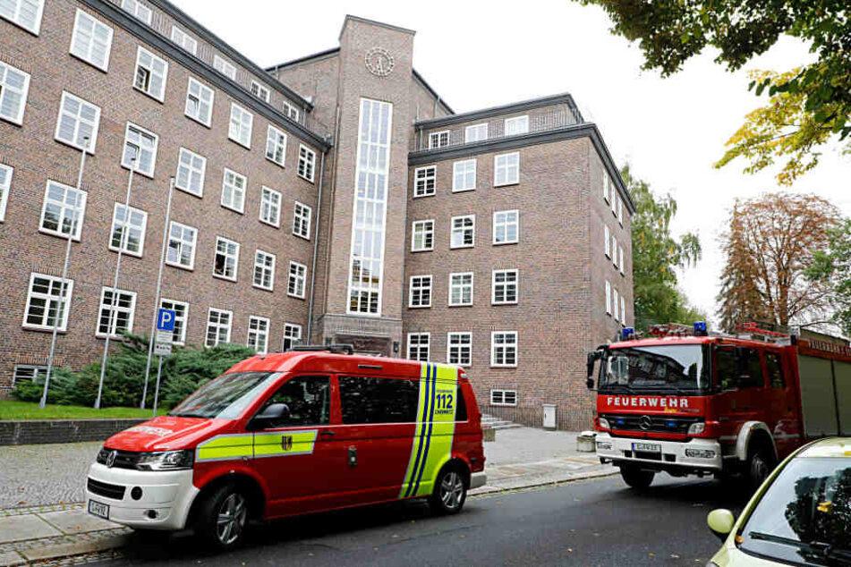 Die Feuerwehr untersuchte alle Räume am Gericht.