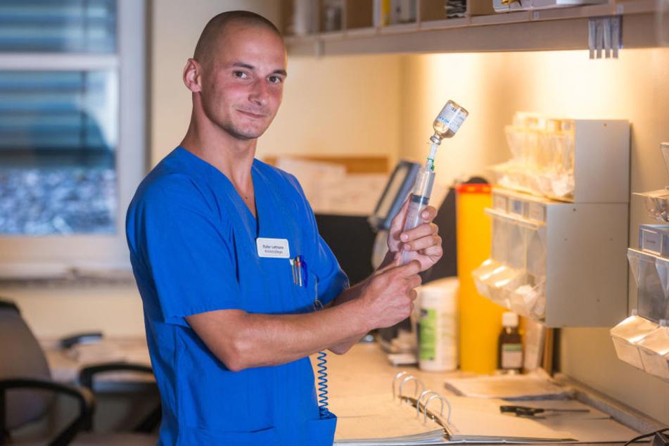 Krankenpfleger Stefan Lehmann (32) freut sich auf neue Kollegen.