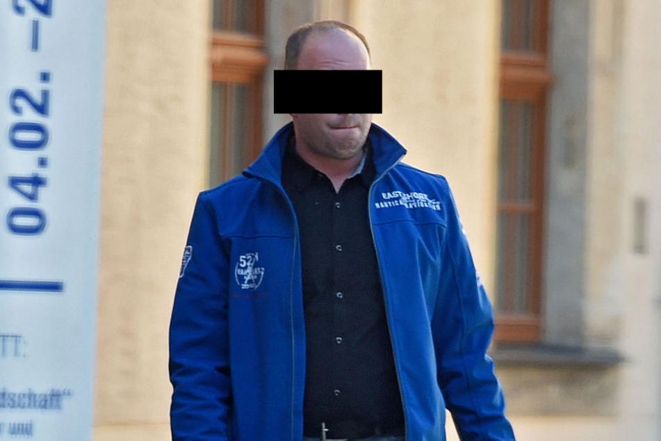 Rene B. (37) betrieb ein eigenes Taxiunternehmen, durfte aber als  verurteilter Kinderschänder keine Kinder befördern.