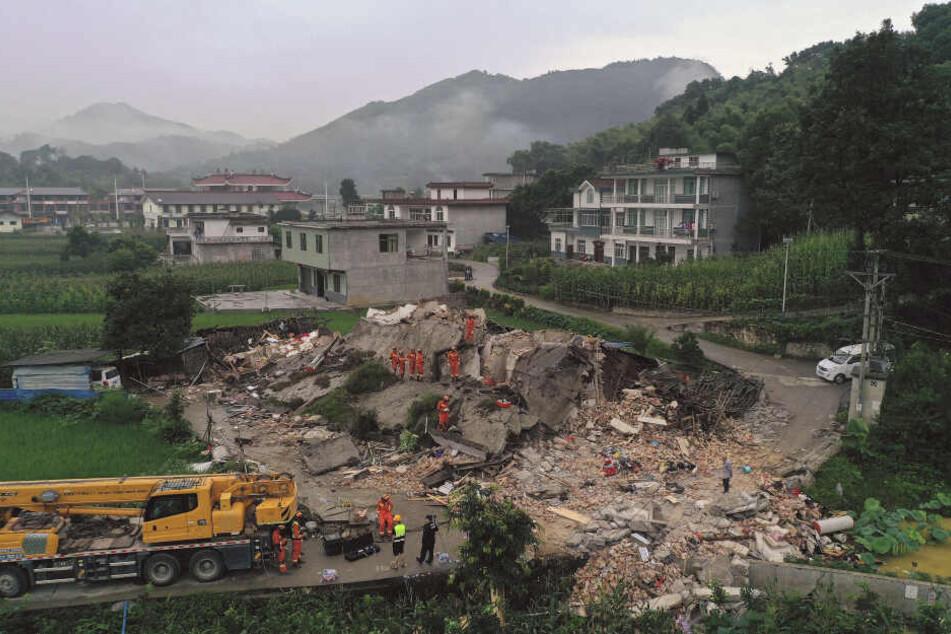 Um 22.55 Uhr Ortszeit hatte die Erde im Südwesten Chinas für rund eine Minute gebebt.