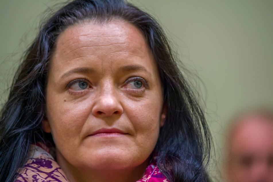 Die Angeklagte Beate Zschäpe sitzt im Gerichtssaal in München.