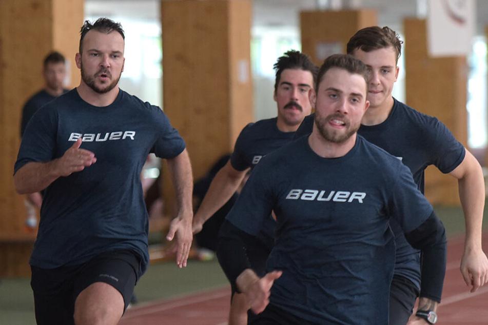 Steven Rupprich (v.l.), Dale Mitchell, Florian Proske und Arne Uplegger kämpften beim 200-Meter-Lauf. Keiner ließ sich hängen.