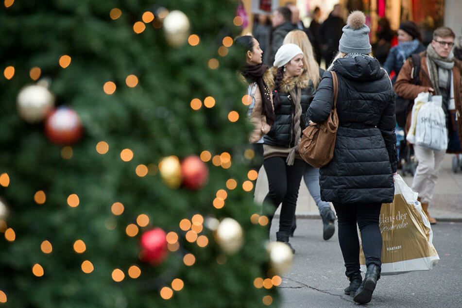 Online oder Laden? Wo gehen die Deutschen wirklich für Weihnachten ...