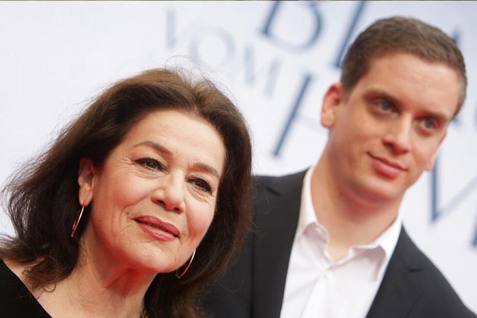 """30.05.2011: Hannelore Elsner und ihr Sohn Dominik kommen zur Premiere des Films """"Das Blaue vom Himmel"""" in die Lichtburg in Essen."""