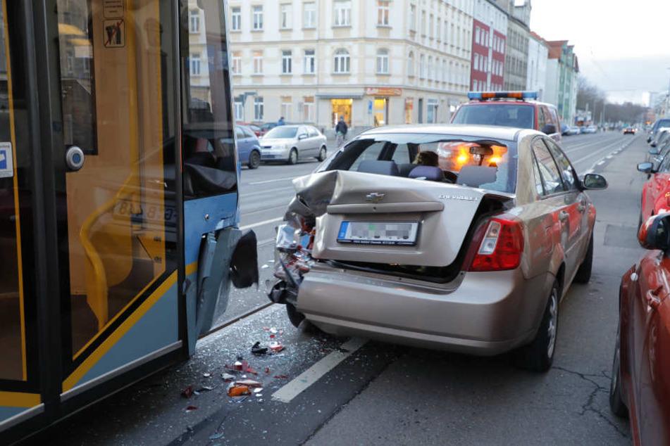 Während Bombendrohung: Straßenbahn-Unfall