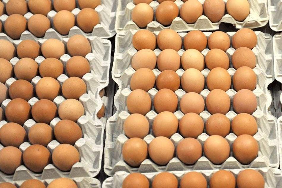 Jetzt müssen die Kunden ihre Eier selbst prüfen.