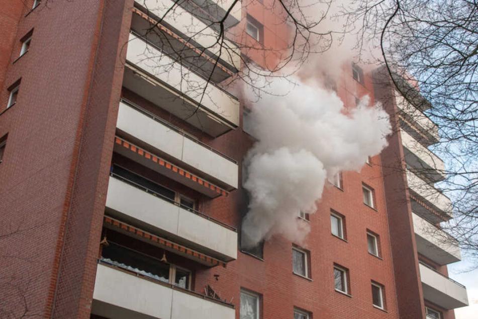 Hamburg: Heftiger Brand zerstört komplette Etage dieses Hochhauses