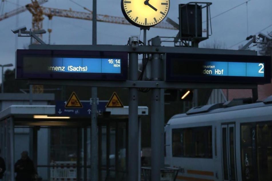 Nachts nackt am Gleis 3 in Klotzsche. Wegen exhibitionistischer Handlung muss ein FKK-Fan nun vor Gericht.