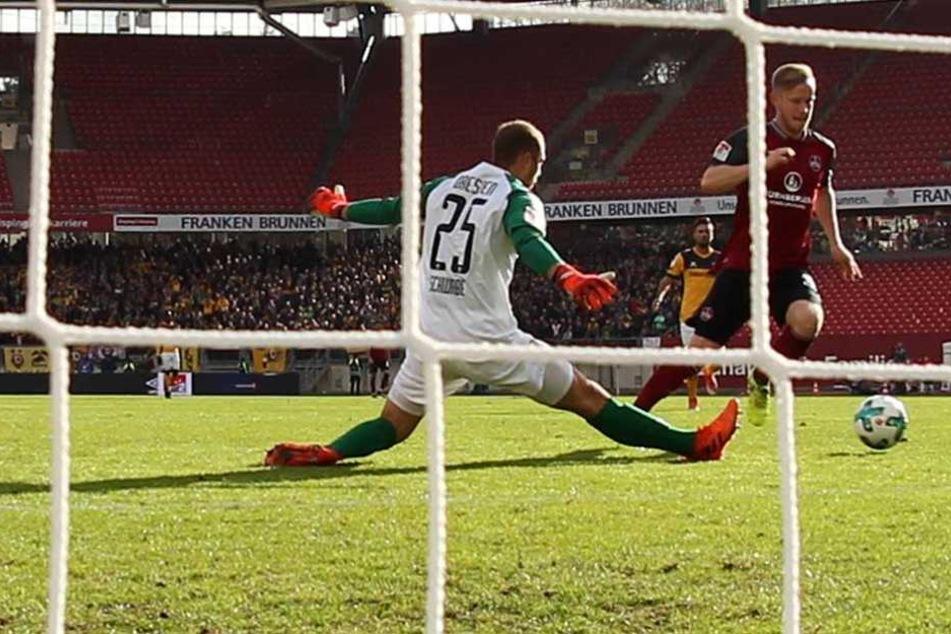 82. Minute im Spiel gegen Nürnberg. Cedric Teuchert umkurvt Schwebe und schiebt zum 2:1 für die Franken ein. Kein statt ein Punkt für Dynamo.