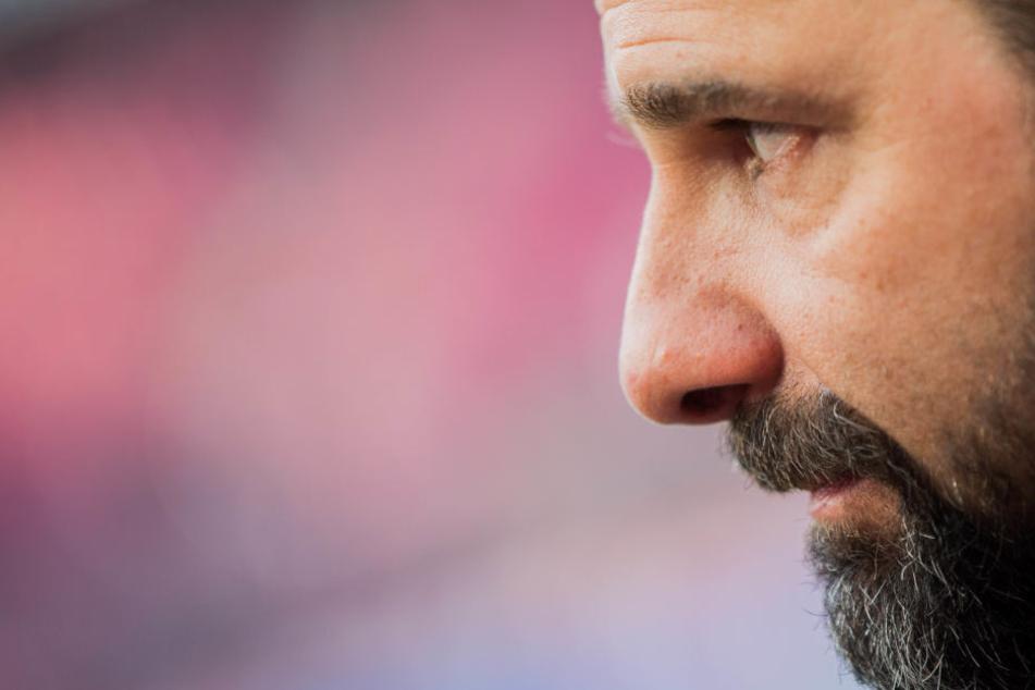 Angespannte Mine bei Kölns Trainer Stefan Ruthenbeck. Unter ihm konnte der FC zuletzt regelmäßig punkten.