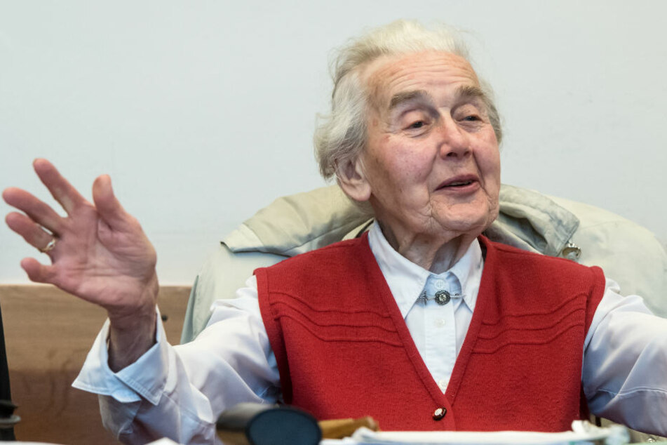 Zu krank für den Knast? Amtsarzt untersucht Holocaust-Leugnerin