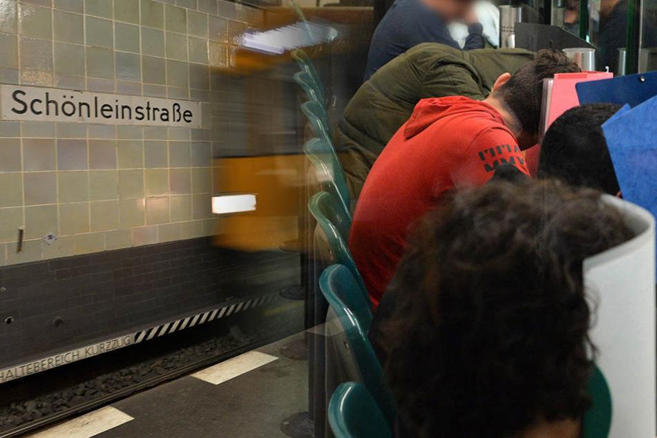 Insgesamt sieben junge Männer zwischen 16 und 21 Jahren müssen sich nun vor dem Berliner Landgericht für die Tat verantworten.