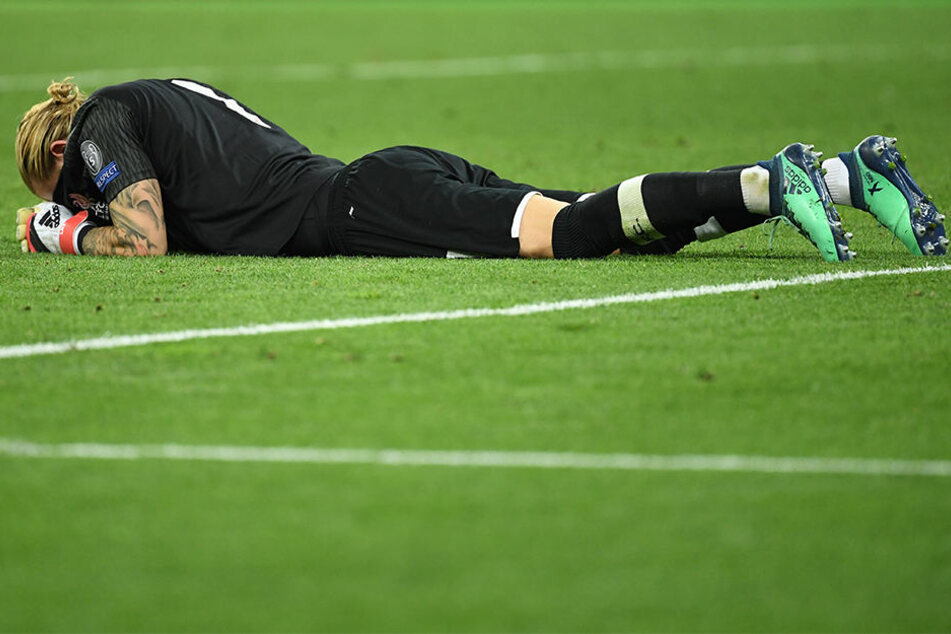 Loris Karius, Torwart des FC Liverpool, liegt nach dem Champions League-Finale gegen Real Madrid am Boden.