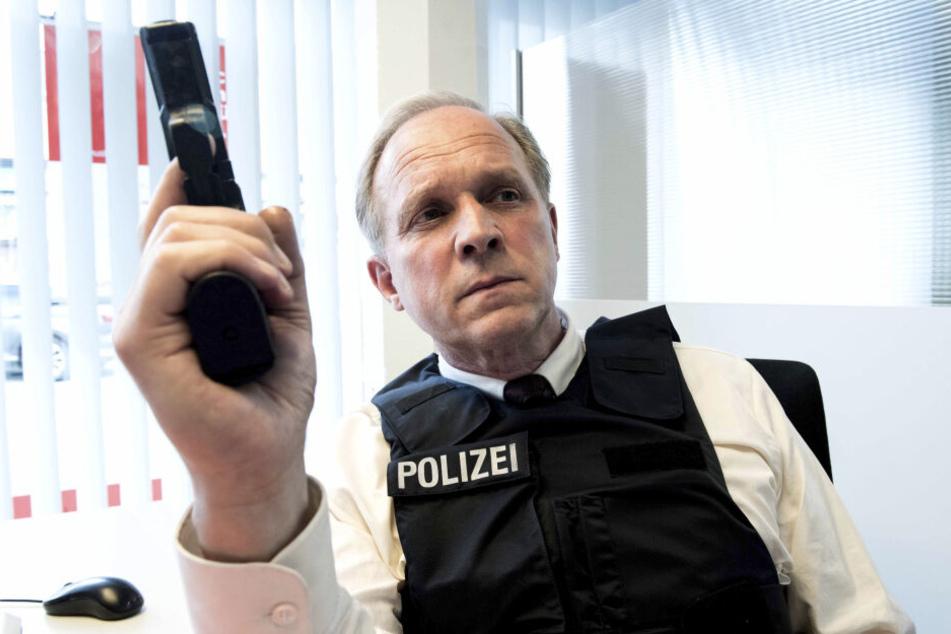 """Ulrich Tukur spielt die Hauptrolle in einem erneut skurril anmutenden """"Tatort""""."""