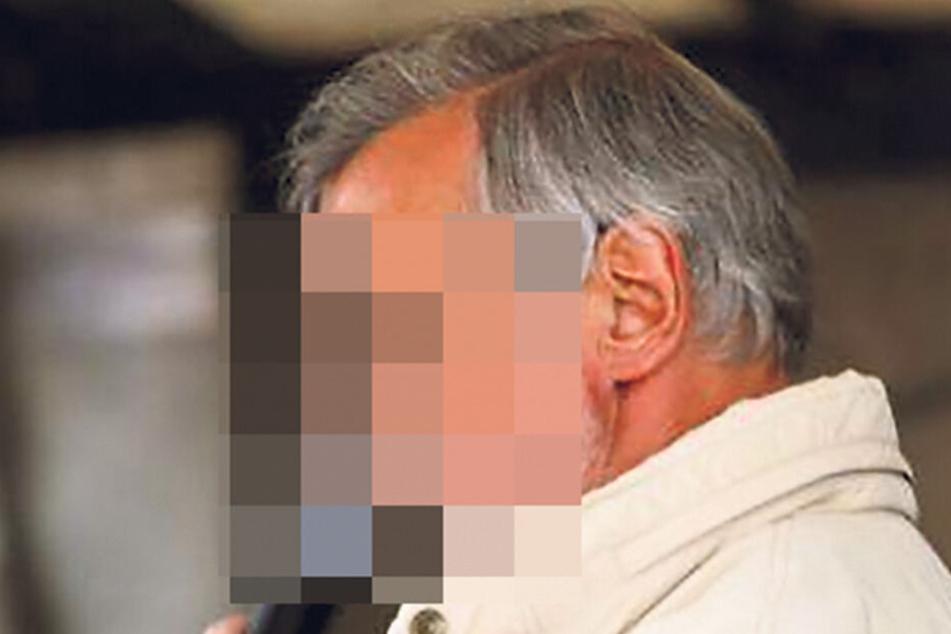 Claus-Dieter C. (66) sprach nicht nur auf PEGIDA-Demos, sondern soll auch falsche Führerscheine ausgestellt haben.