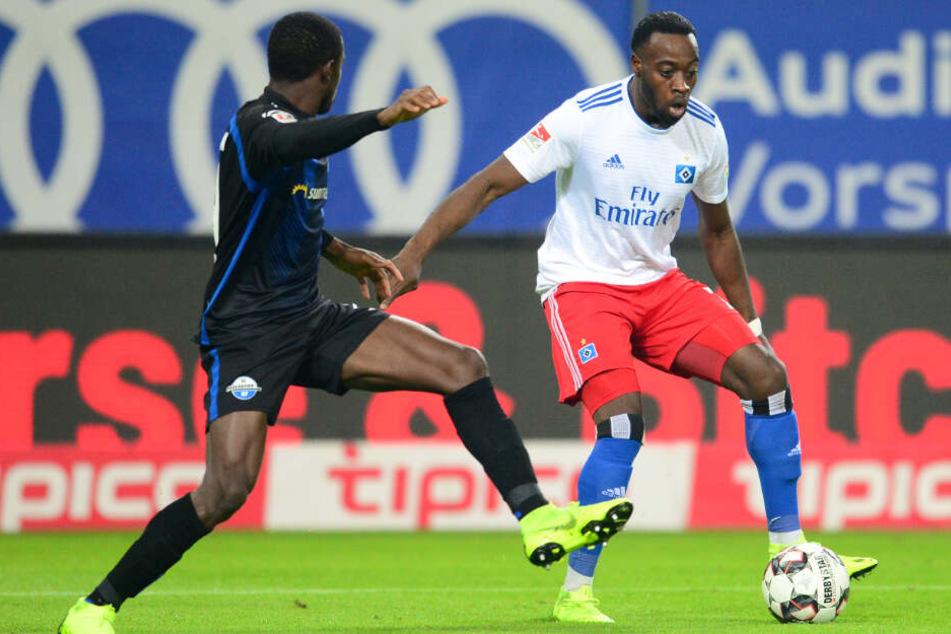 In der Hinrunde der 2. Bundesliga siegte der HSV 1:0 gegen Paderborn. Das Tor schoss Khaled Narey (rechts).