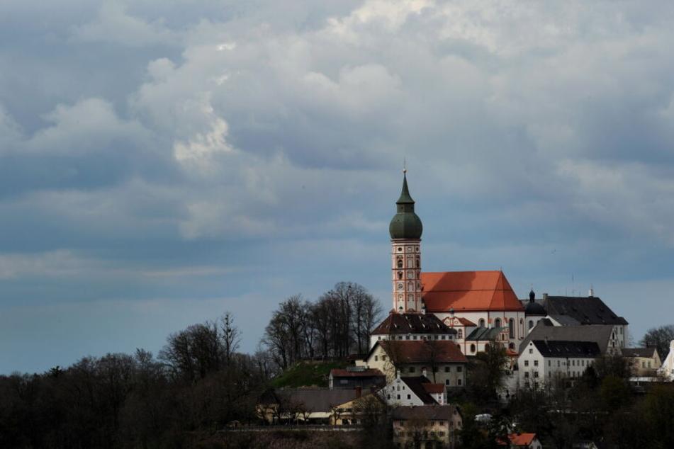 Das Kloster Andechs mit der Wallfahrtskirche. Der angeschlossenen Biergarten wurde umgebaut.