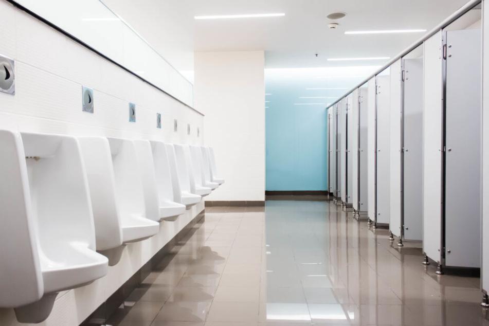 Der Polizist ging in einem Einkaufscenter auf Toilette. Dabei machte er eine gruslige Entdeckung. (Symbolbild)