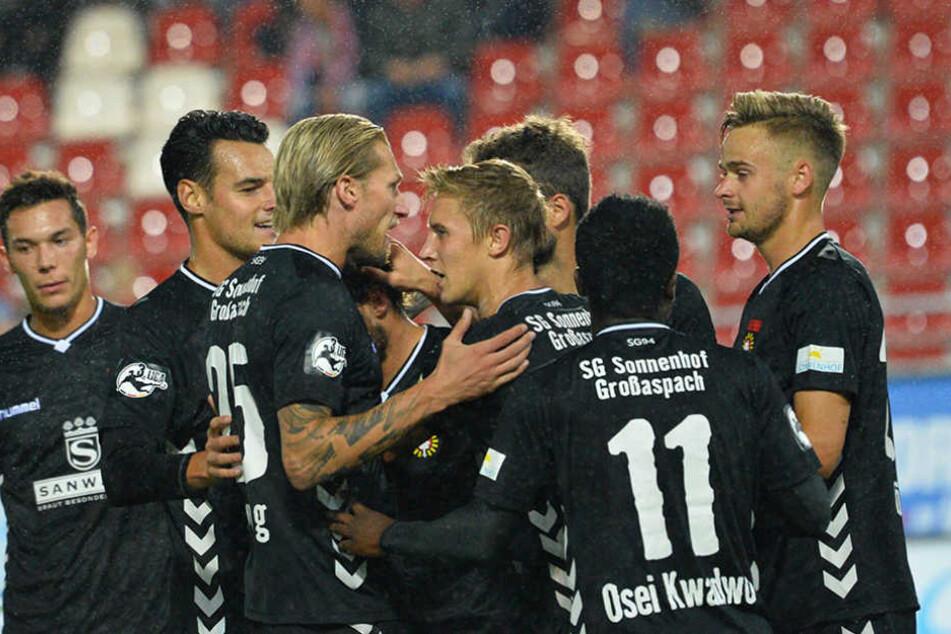 Jubel bei Sonnenhof Großaspach. Ein 0:1 gegen den FSV reichte für drei Punkte.