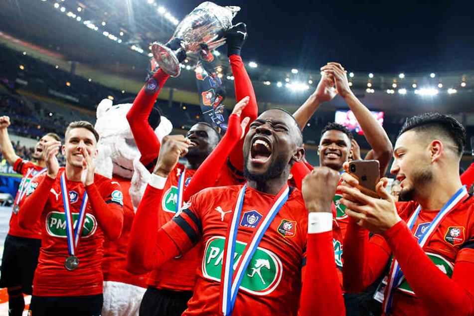 Stade Rennes holte einen 0:2-Rückstand gegen Paris Saint-Germain auf und rang den Favoriten nach Elfmeterschießen nieder.