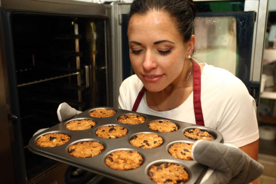 Hmmm, wie das duftet - und gesund sind die Kekse auch noch: Susan beim Backen iherer knusprigen Kreationen.