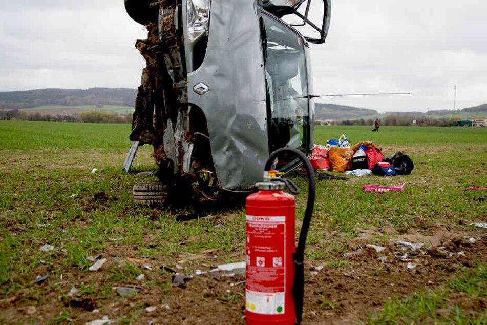 Die Feuerwehr Burkau sicherte die Unfallstelle und band Betriebsflüssigkeiten.