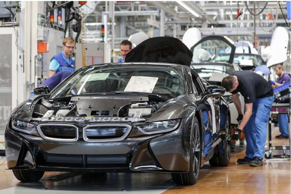 Die ostdeutsche Automobilbranche leidet auch Ende 2021 noch unter Lieferengpässen - das hat massive Auswirkungen auf das Bruttoinlandsprodukt. (Symbolbild)