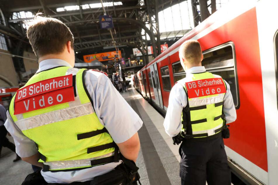 Die Deutsche Bahn will das Sicherheitspersonal aufstocken.