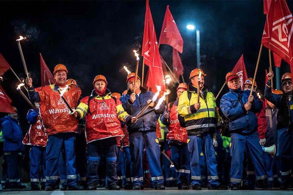 Die Arbeiter fordern unter anderem ihre Arbeitszeit befristet auf 28 Wochenstunden abzusenken.