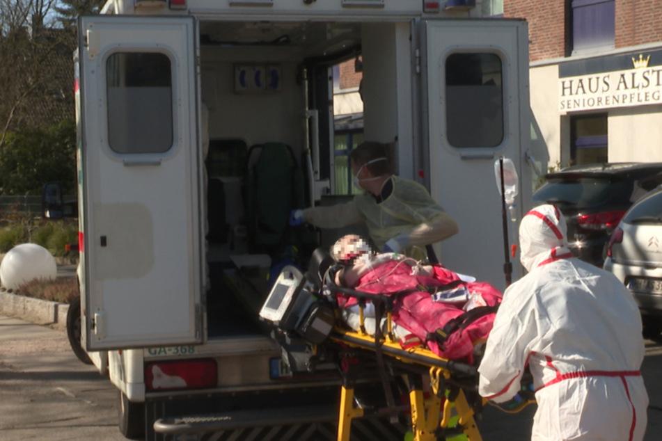 Am Montag wurde ein weiterer Bewohner ins Krankenhaus gebracht.