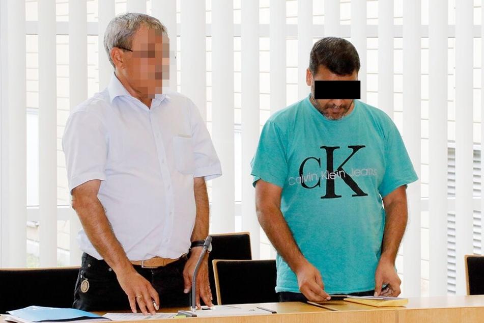 Ahmad A (46, rechts) musste sich am Mittwoch wegen Zwangsheirat vor dem Chemnitzer Amtsgericht verantworten.