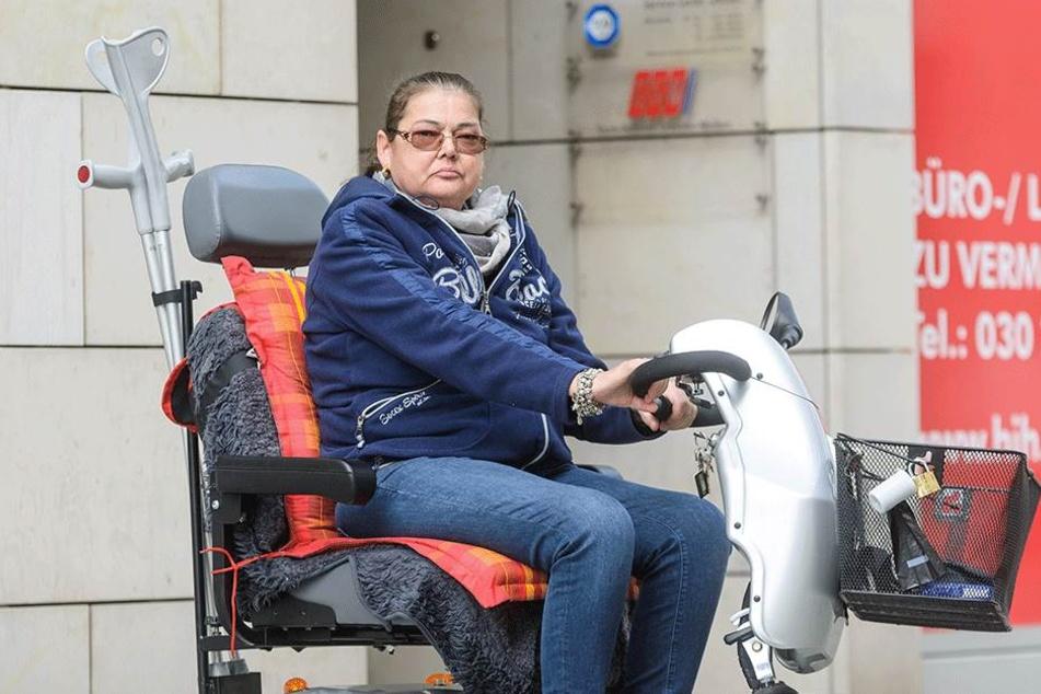 Monika Zabel (56) vorm Absolvieren der medizinisch-psychologischen Untersuchung (MPU) beim TÜV Süd am Wiener Platz.