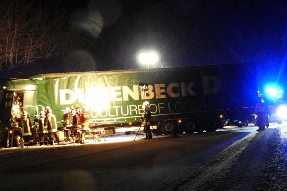 Schwerer Lkw Unfall auf A14 Richtung Dresden zwischen Grimma und Mutzschen.
