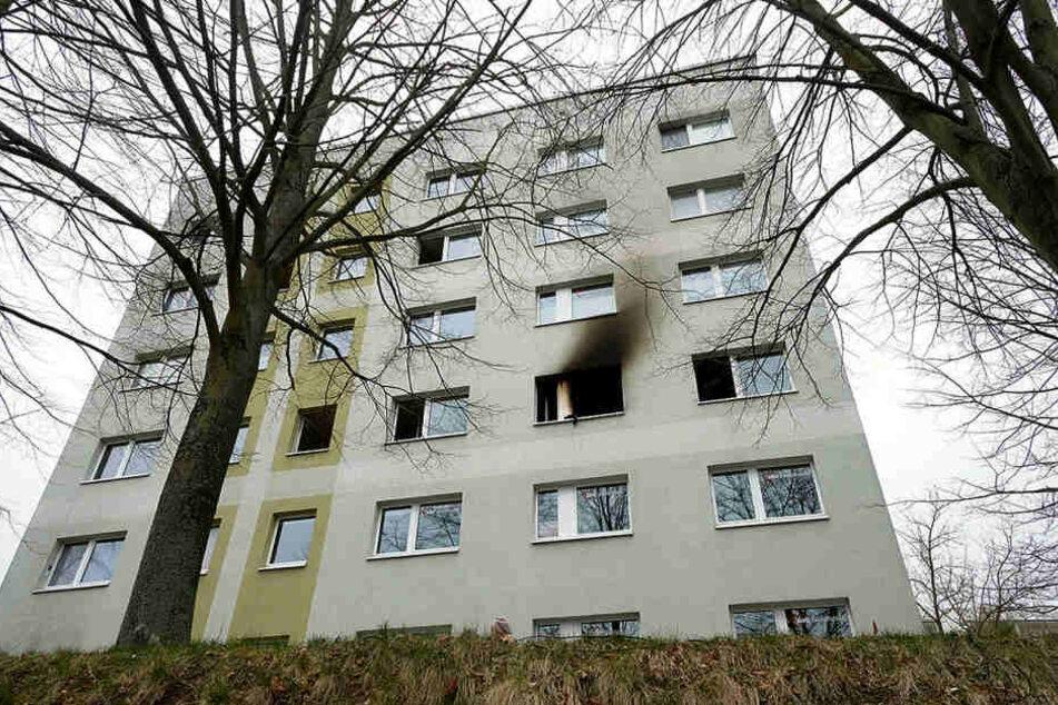 Der Plattenbau an der Grimmaer Stecknadelallee - rund 30 Mieter mussten in der Nacht ihre Wohnungen verlassen.