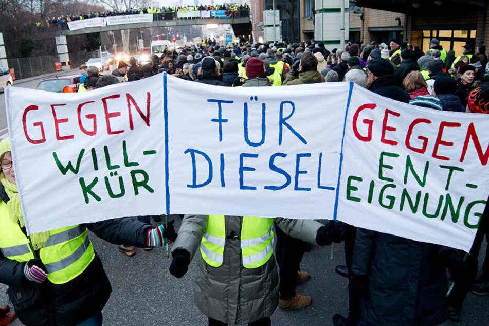 Demo-Wahnsinn gegen Diesel-Fahrverbote: Gruppen treffen aufeinander