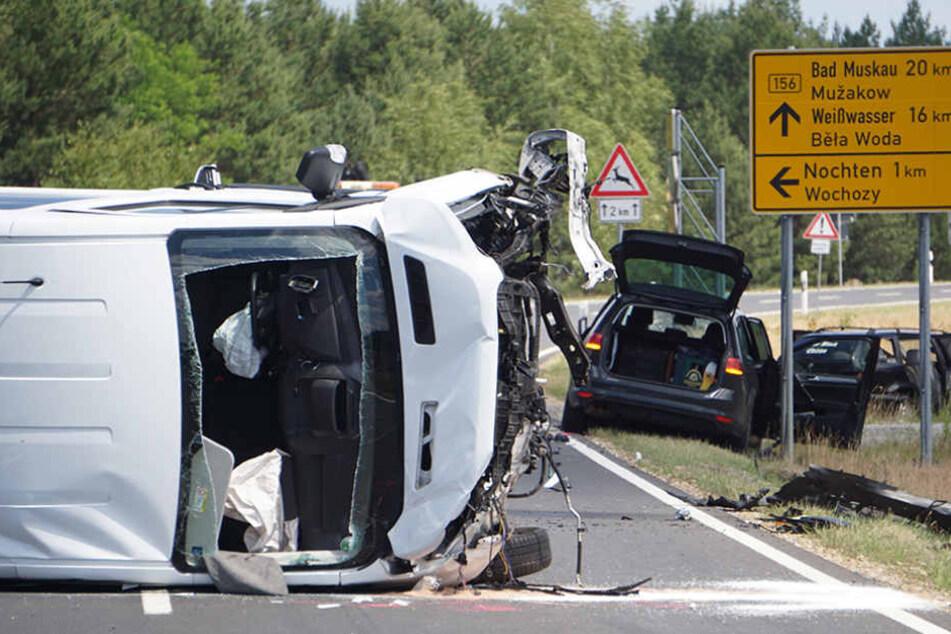 Fünf Wagen wurden am Sonntag in einen schweren Unfall verwickelt.