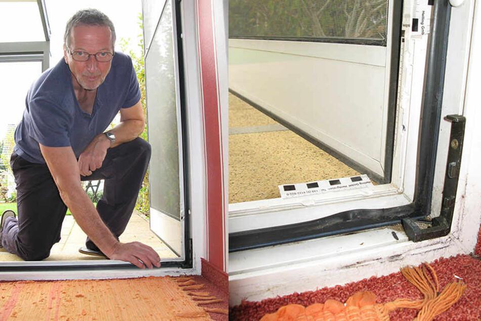 Durch die Terrassentür kamen die Einbrecher ins Haus: Gerd Schlimper (62) zeigt die Spuren der gewaltsamen Öffnung.