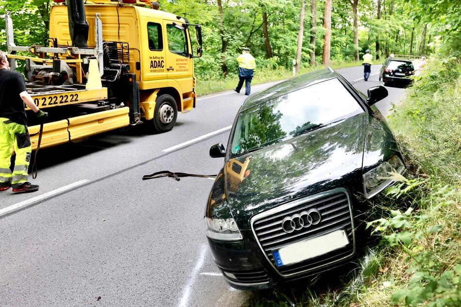 Der Audi A6 kam in Schieflage zum Stehen.