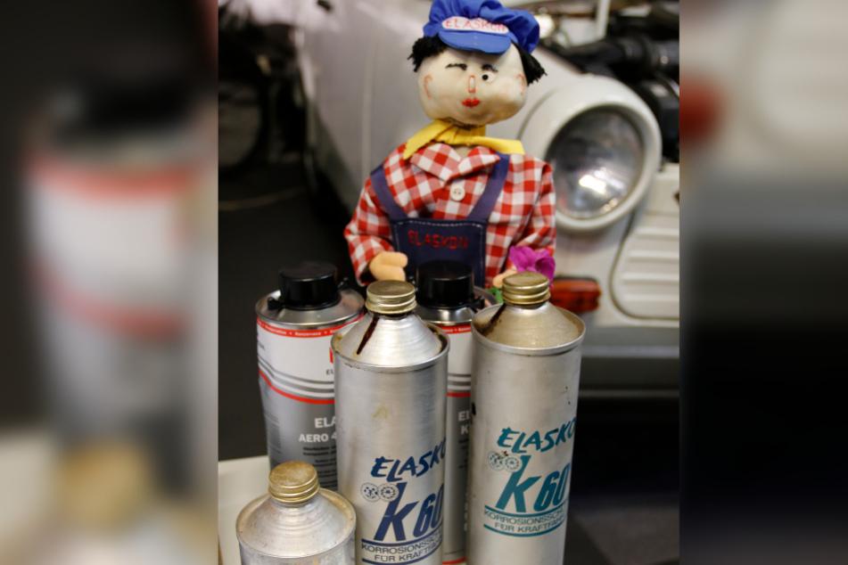 Die Elaskon-Flaschen stehen jetzt im Museum direkt neben den alten Trabis.