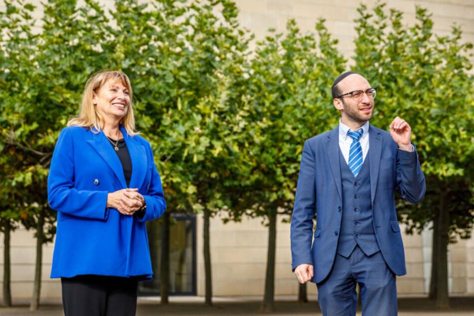 Sagte Unterstützung zu: Ministerin Petra Köpping (62, SPD) zu Besuch beim Dresdner Rabbiner Akiva Weingarten (35).