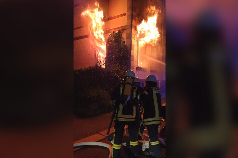 Der Hausbrand in der Schillerstraße brach im Erdgeschoss aus. Schuld war vermutlich eine defekte Verteilerdose.