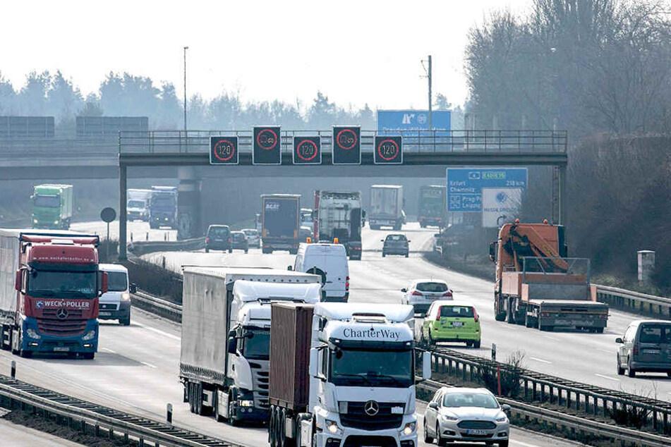 Auf der A4 im Raum Dresden gilt ab Frühjahr Tempo 100 - im Rahmen eines Verkehrsversuches.