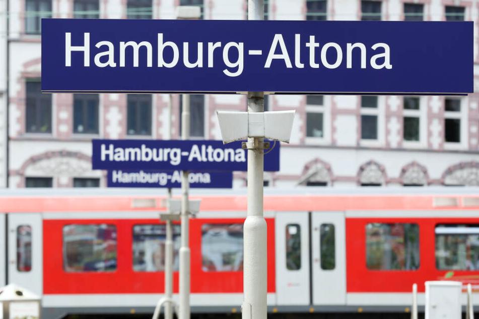 Das Oberverwaltungsgericht Hamburg hat die Planungen zur Verlegung des Fern- und Regionalbahnhofs Altona gestoppt. Wann die Planungen weiter gehen können, bleibt wohl zunächst unklar.