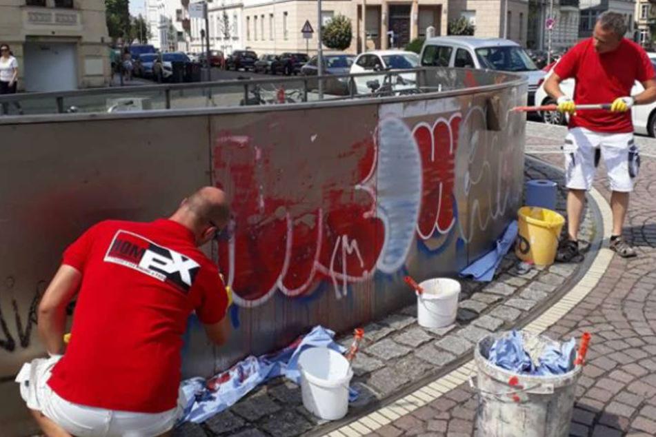 Diese Putzfeen befreien die Stadt auf eigene Faust von Graffitis