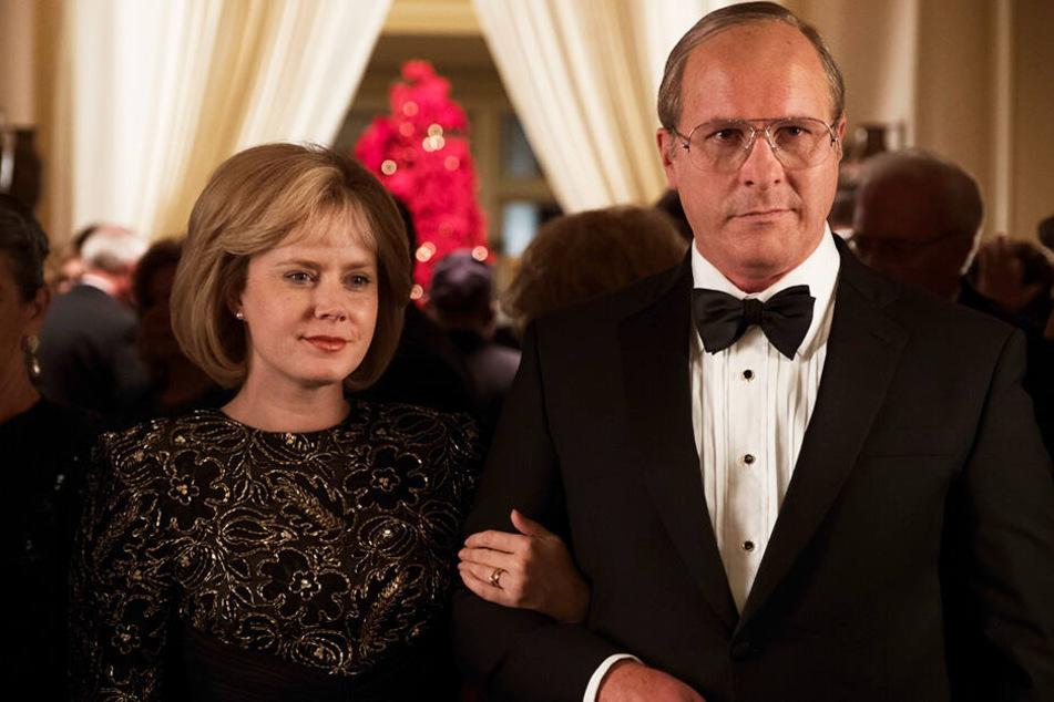 Dick Cheney (Christian Bale) und seine Frau Lynne (Amy Adams) schafften es bis an die Spitze der Macht in den USA und veränderten den Lauf der Geschichte nachhaltig.