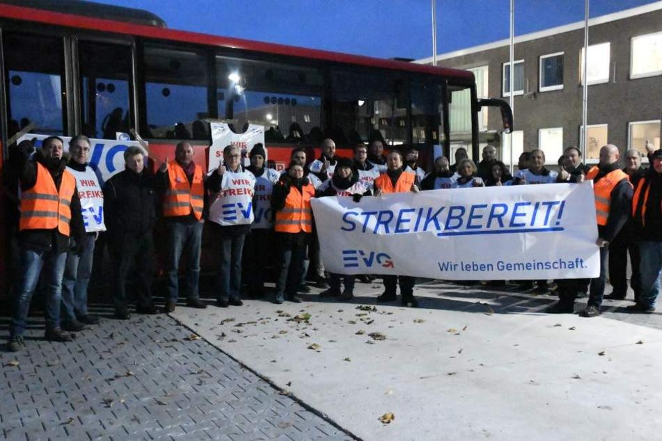 Viele Beschäftigte streikten am Dienstagmorgen.