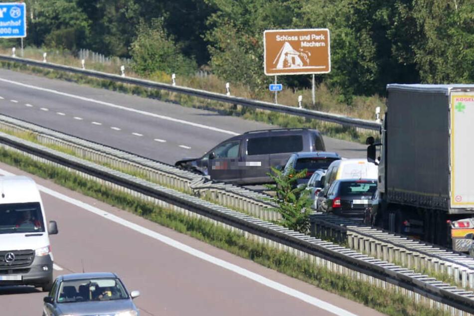 Ein Caddy ist am Montagmorgen zwischen Klinga und Naunhof in die Mittelleitplanke gekracht.