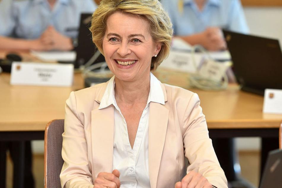 Die Ministerin schaute auch in einem Seminar für Offiziersanwärter vorbei.