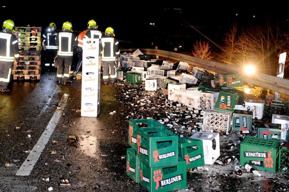 Lkw verliert komplette Ladung Bier auf Bundesstraße!